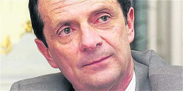 Fernando Londoño Hoyos, exministro del gobierno Uribe, es el nuevo director del Centro Democrático.