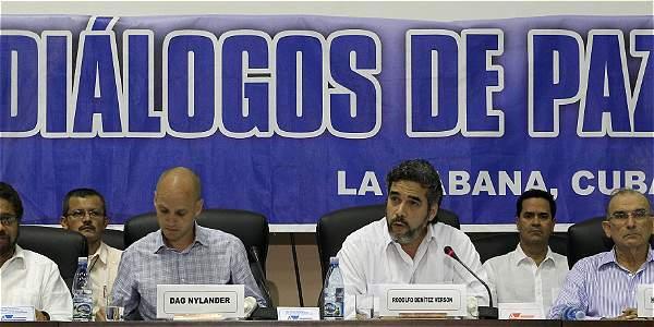 Garantes del proceso leen comunicado conjunto entre Farc y Gobierno.