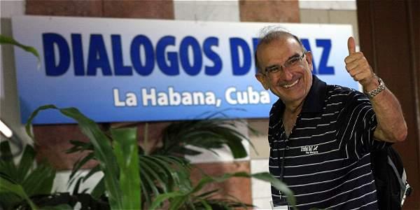 Humberto de la Calle, cuando llegaba ayer a la sede de los diálogos. La jornada de trabajo entre las delegaciones del Gobierno y las Farc transcurrió normal.