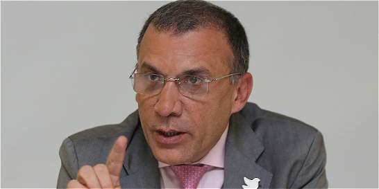 'No va a haber curules a guerrilleros si no se desarman': Roy Barreras