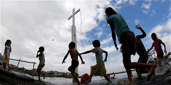 Colombianos aceptan que niños compartan con hijos de desmovilizados