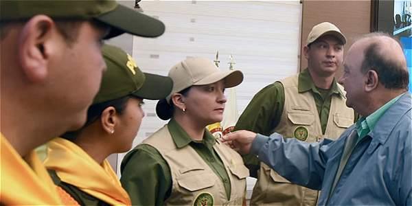 El ministro de Defensa, Luis Carlos Villegas, presentó este viernes los nuevos modelos de uniforme que utilizarán cerca de 19 mil miembros del Ejército y la Policía Nacional.