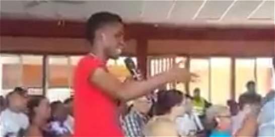 El joven de Buenaventura que confrontó a Álvaro Uribe