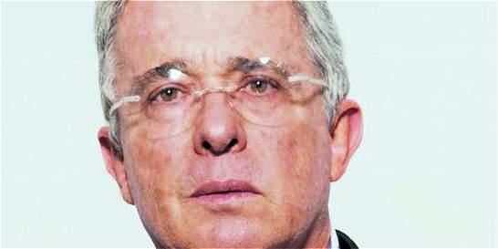 Álvaro Uribe pide debate de Santos con voceros del 'No'
