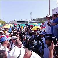 Uribe y más de 2.000 personas protestan contra la firma de la paz
