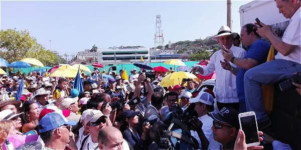 Uribismo marcha en Cartagena contra los acuerdos entre el Gobierno y las Farc