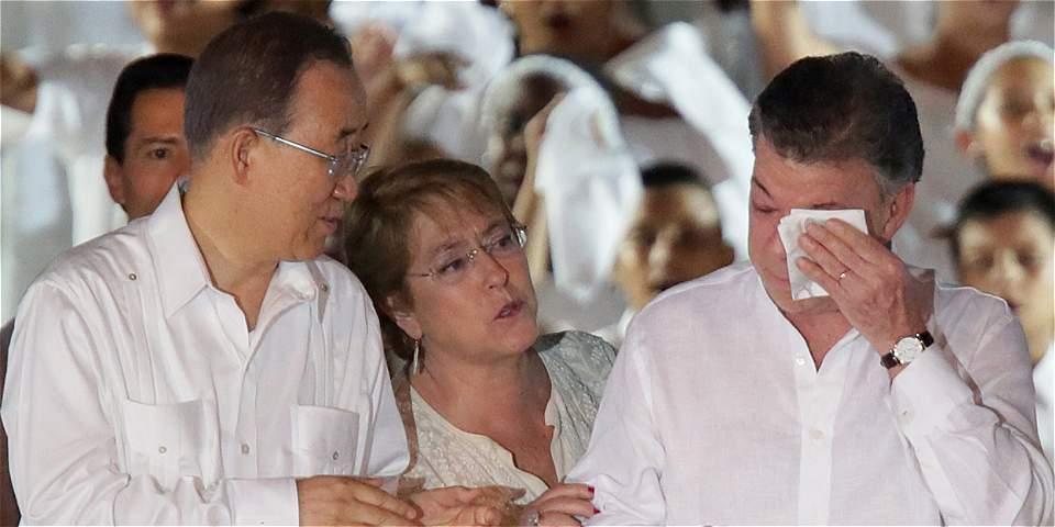 Lágrimas del presidente Santos al final de su discurso de la firma de la paz