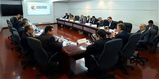 Centro Democrático no asistió al encuentro convocado por Santos