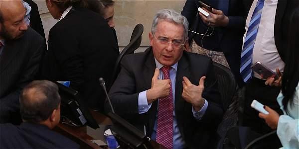 Así le pidió Uribe la reunión a Santos