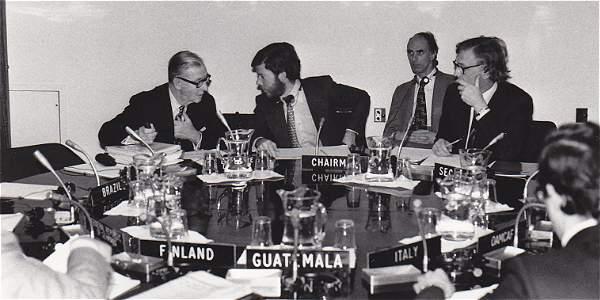 En 1973 reemplazó a Roberto Junguito al frente de la delegación ante la Organización del Café.