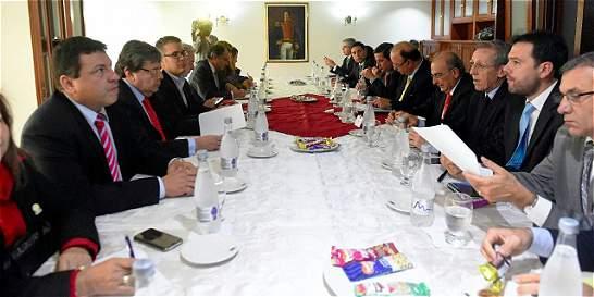 Gobierno cierra fase de recepción de propuestas para acuerdo de paz