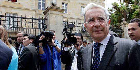Álvaro Uribe aplaude prórroga de cese del fuego con las Farc