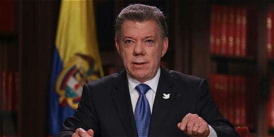 Presidente Santos dice que cumplirá el mandato por la paz