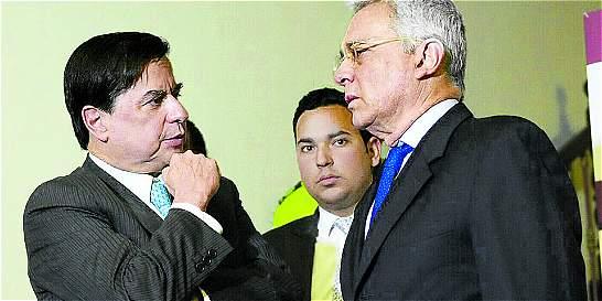 Uribe dice que quiere seguir trabajando para ajustar acuerdo con Farc