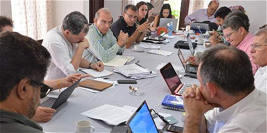 Negociadores continúan 'intenso' trabajo para lograr nuevo acuerdo