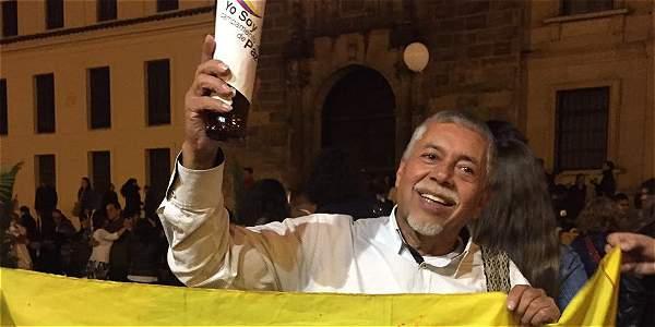 Baile y fiesta en la plaza de Bolívar tras el anuncio del nuevo acuerdo de paz
