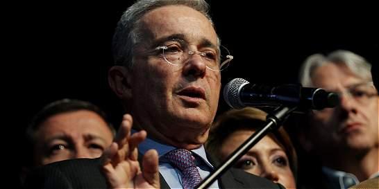 Uribe habla de 'acuerdo nacional' por paz que 'incluya a la justicia'