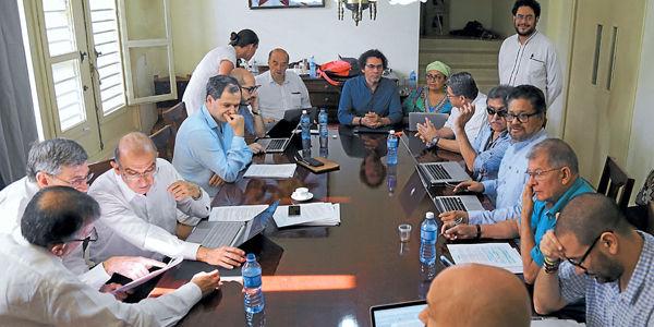 FARC rechaza reunión con voceros del