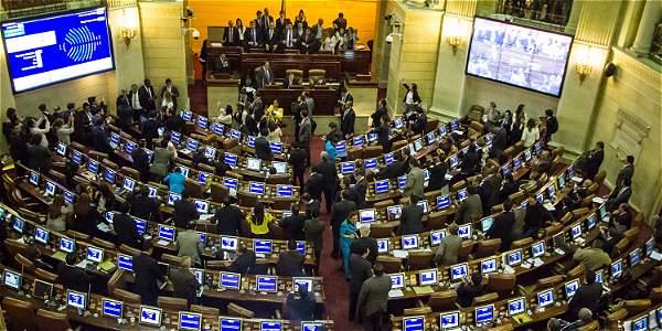 Senado y Cámara aprobaron por unanimidad el nuevo acuerdo. Santos dijo que este 30 de diciembre, la totalidad de las Farc estará ya en las zonas veredales.