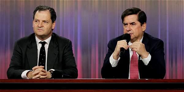 El comisionado de Paz, Sergio Jaramillo (izq.), y el ministro Juan Fernando Cristo anunciaron que habrá amnistía e indulto.