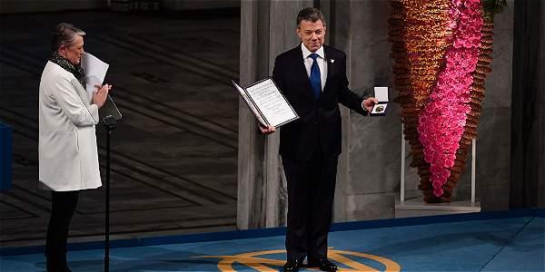 'El sol de la paz brilla, por fin, en el cielo de Colombia': Santos
