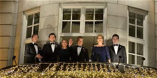 Santos recibe homenaje con antorchas tras Premio Nobel de Paz