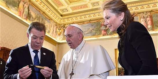 El 'balígrafo', el regalo de Santos al papa Francisco