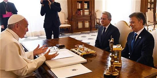 Termina reunión entre Santos, Uribe y el Papa en el Vaticano