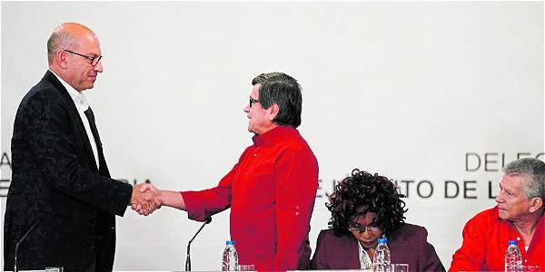 Gobierno de Colombia y ELN aplazan al viernes reunión para instalar diálogos
