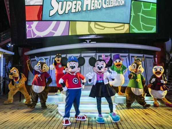 Personajes de Disney en el crucero Disney Magic