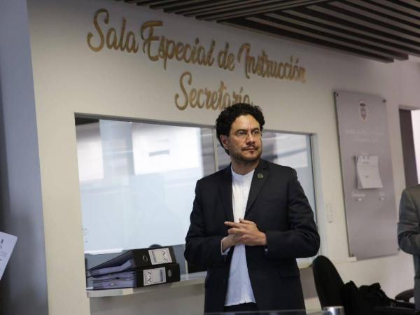 Iván Cepeda en sala de Instrucción de la Corte