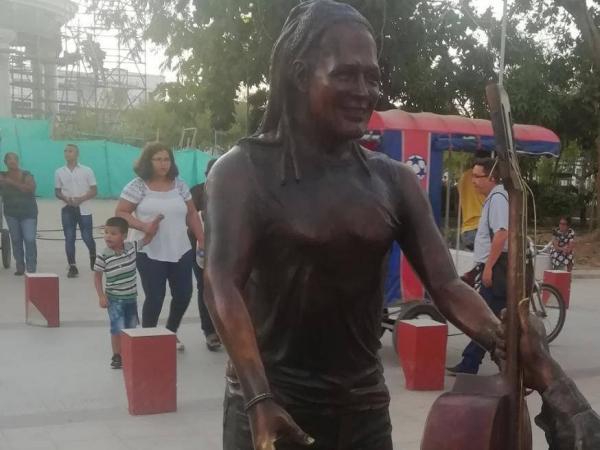 Estatua de Carlos Vives en Cienaga