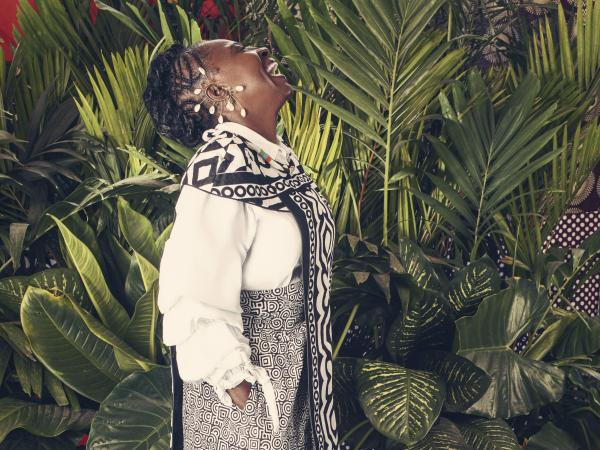Emilia Eneyda Valencia Murraín es originaria de Andagoya, Chocó. Ahí aprendió a peinar.
