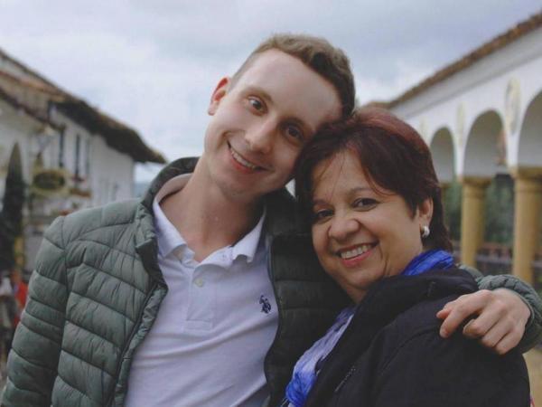 Carlos Zorilla Restrepo y su mamá Cristina Restrepo Valencia.