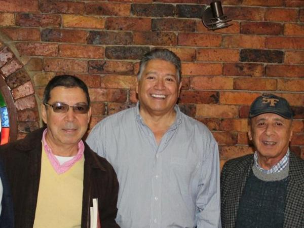 Alberto Jiménez, centro, con Jaime Horta (izquierda) y Alfonso Lizarazo (derecha), en una de sus visitas a Colombia.