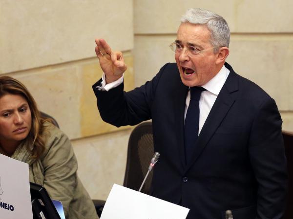 Álvaro Uribe se retracta de trino ante las madres de Soacha