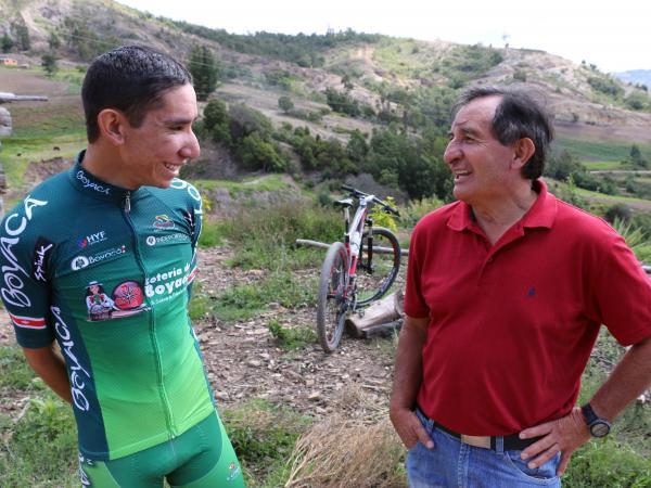 Róbinson López escucha a su técnico.