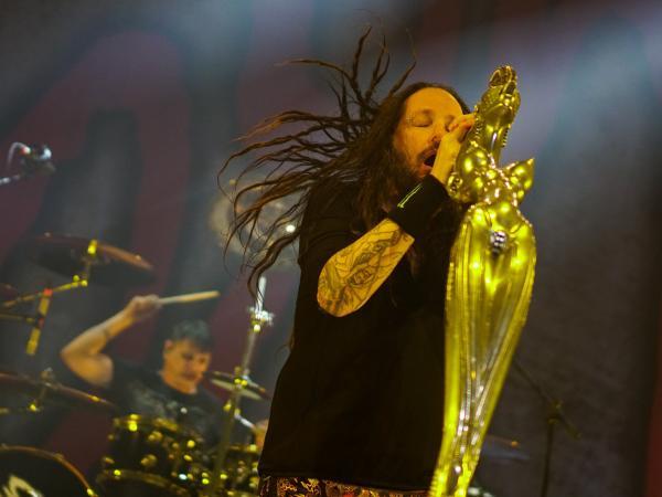 Hijo del bajista de Metallica debuta con éxito con Korn