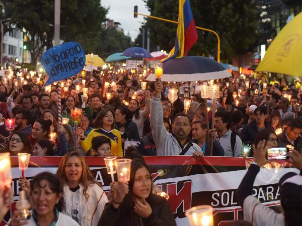 Marcha de antorchas de los profesores en Bogotá