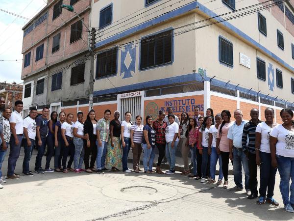 Colegio Ángeles de Dios, el colegio privado de un barrio popular que llegó a ser el mejor del país