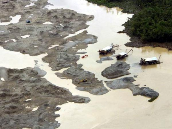 Minería ilegal en río Atrato