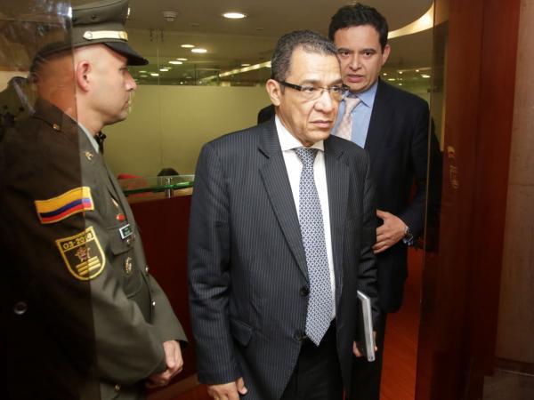 El exmagistrado Gustavo Malo después de rendir indagatoria en la Comisión de Acusación.  Foto: Héctor Fabio Zamora / EL TIEMPO