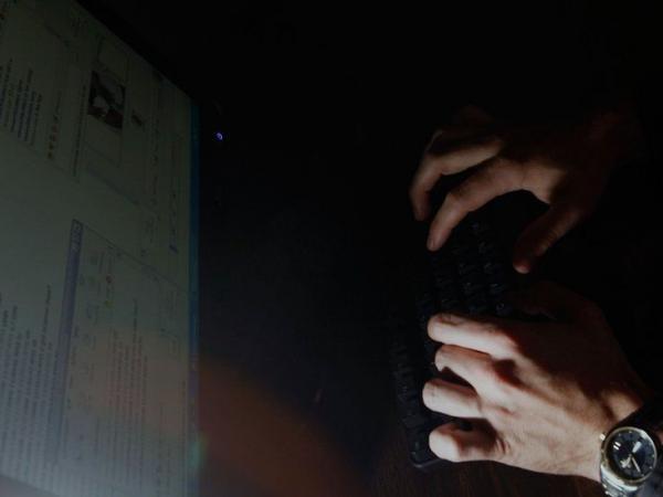 BBC Mundo: manos y computadora