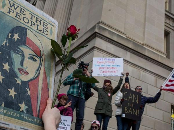 BBC Mundo: Protesta contra la prohibición de entrada a EE.UU. de personas procedentes de varios países de mayoría musulmana.
