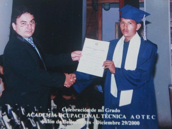 BBC Mundo: Juan Carlos Sánchez Latorre en su graduación. (Foto: Diario Versión Final)