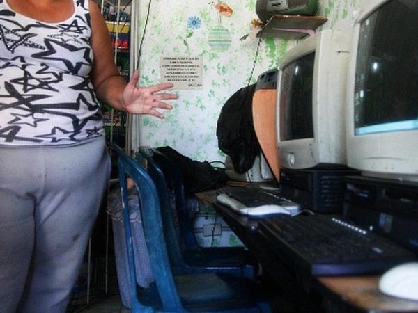 BBC Mundo: Dueña del cibercafé en el que trabajó Juan Carlos Sánchez Latorre en San Rafael, Venezuela. (Foto: Humberto Matheus)