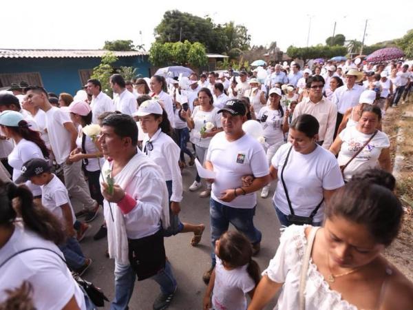 La marcha de protesta en Barranca de Upía por la muerte de una niña.