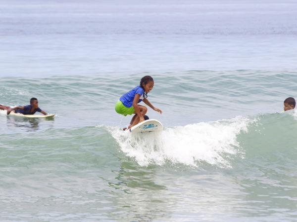 Niños surfistas de Nuquí
