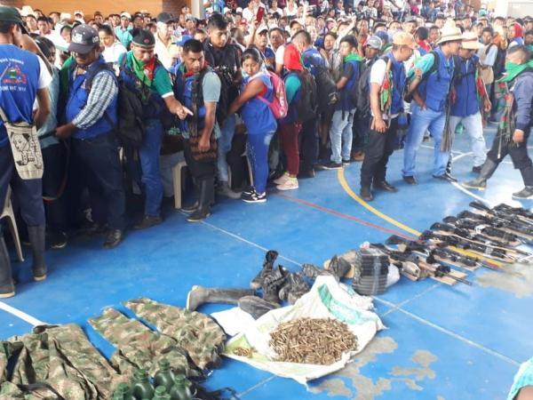 También mostraron ocho fusiles, ocho uniformes completos, dos pistolas,  una granada, 23 proveedores y 200 municiones.