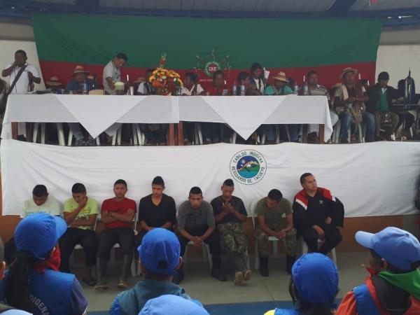 Los detenidos en la audiencia, en el polideportivo de Tacueyó, en Toribío.